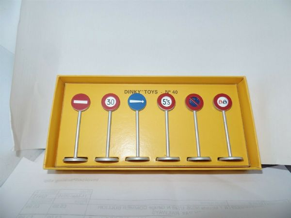 Atlas French Dinky 40 6 PIECE SET OF ROAD SIGNS